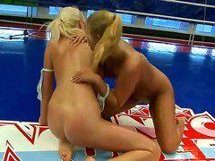 порно видео лесбиянки страпон анал